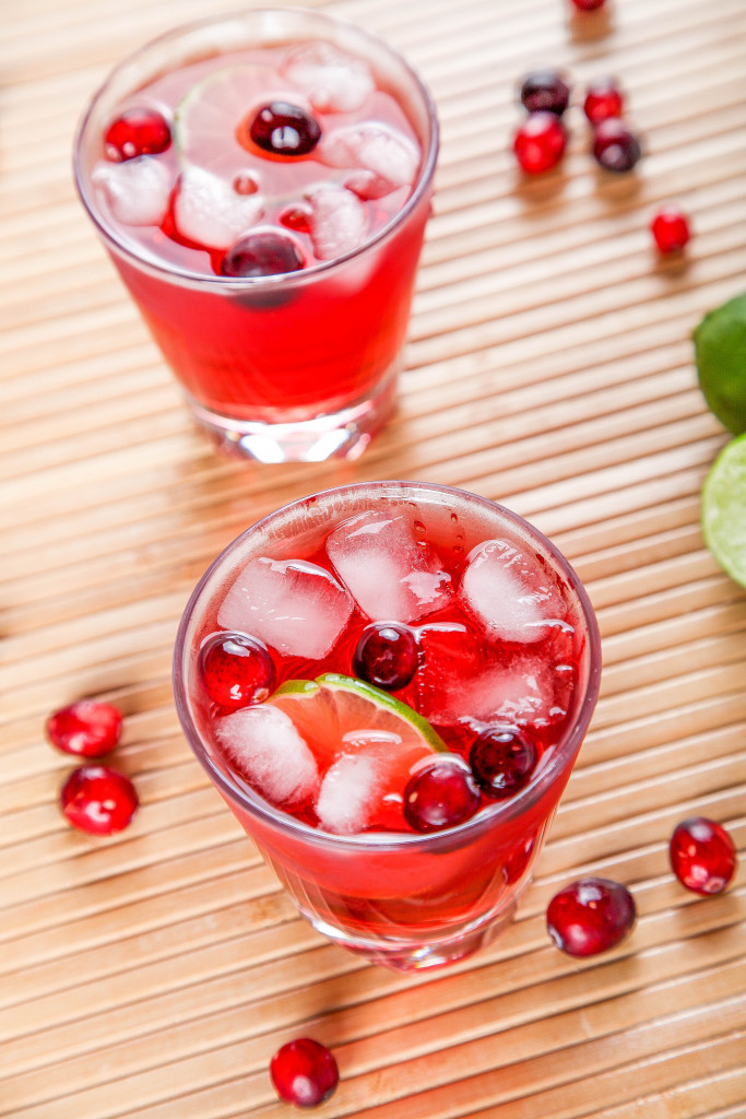 DIY cranberry margarita (via www.bakingbeauty.net)