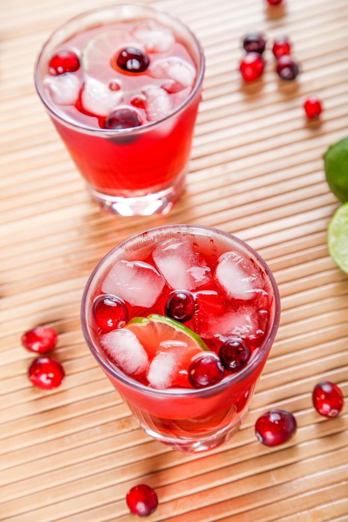 DIY cranberry margarita (via www.bakingbeauty.net)