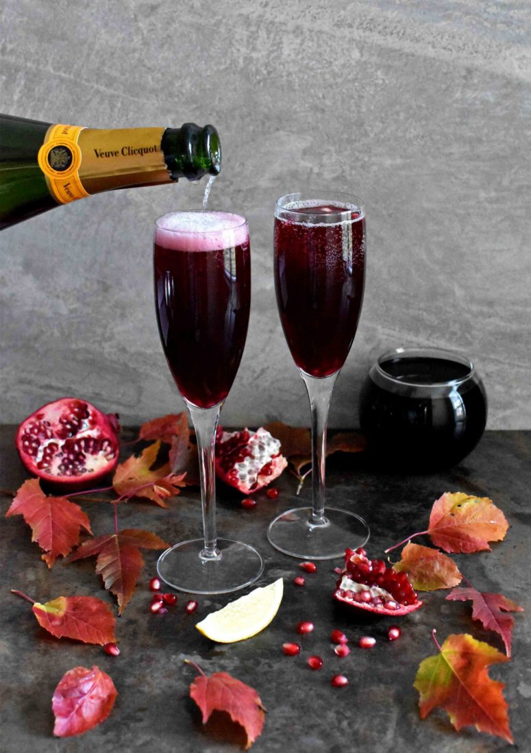 DIY pomegranate champagne cocktail (via www.pepperdelight.com)