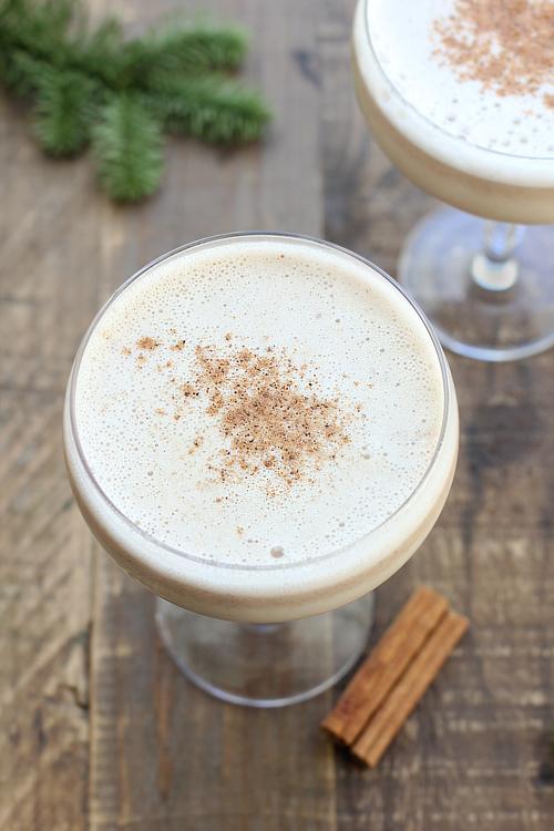 DIY almond bourbon eggnog (via www.onthedf.com)
