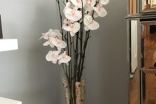 03 glass vase with birch branches and orchids