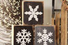26 wooden blocks with snowflake decor