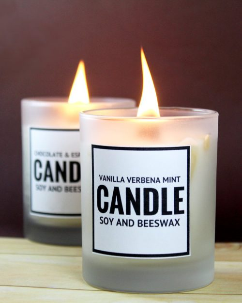 DIY soy candles with Christmas scents (via soapdelinews.com)