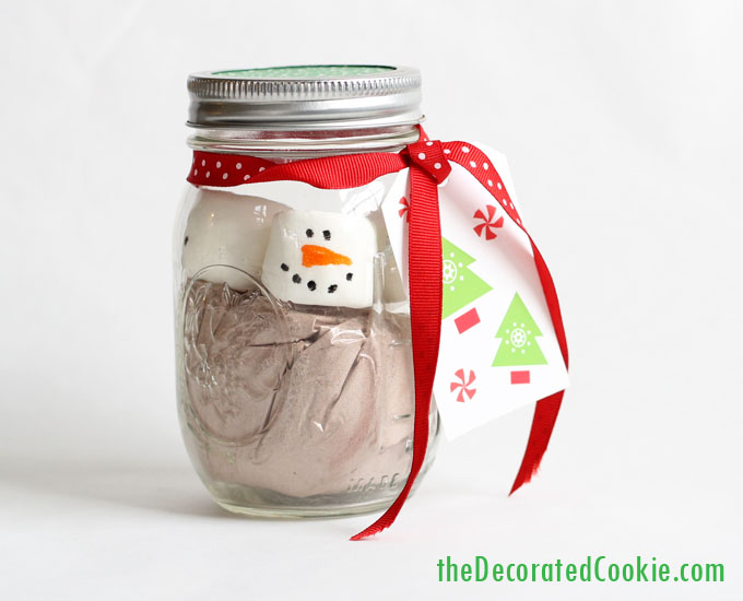 DIY snowman cocoa jars with gingerbread cookies (via thedecoratedcookie.com)