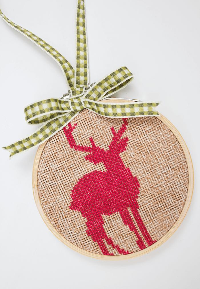 DIY embroidery hoop ornament (via aprettyfix.com)