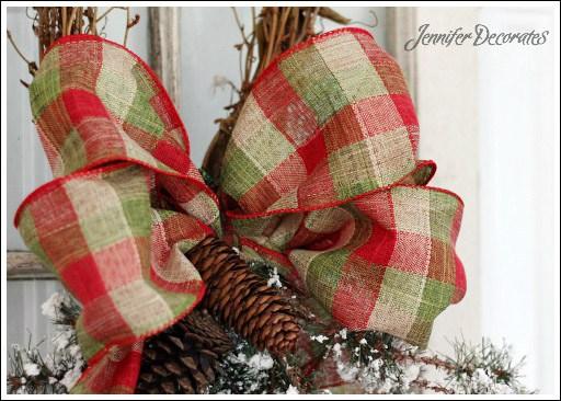 DIY Christmas plaid bow decoration (via jenniferdecorates.com)