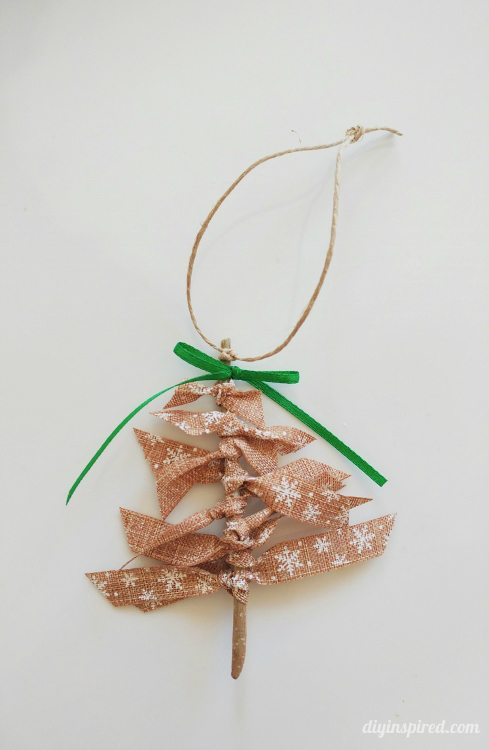 DIY ribbon Christmas tree ornaments (via www.diyinspired.com)
