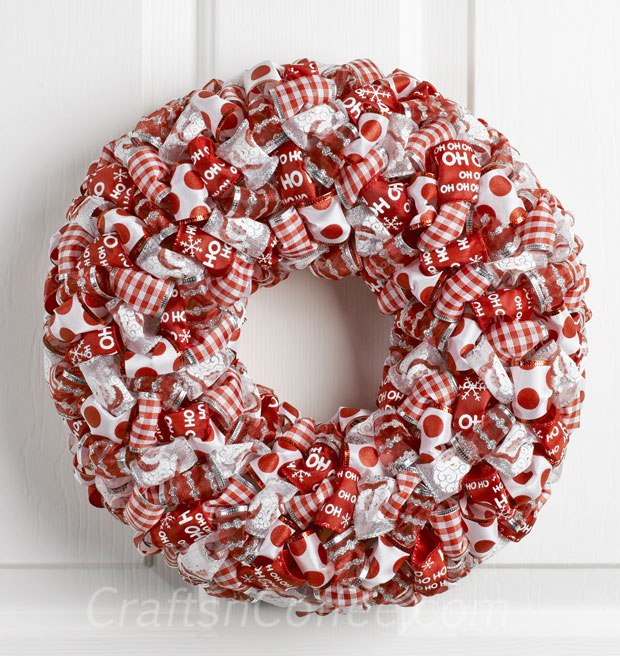 DIY ribbon loop Christmas wreath (via https:)