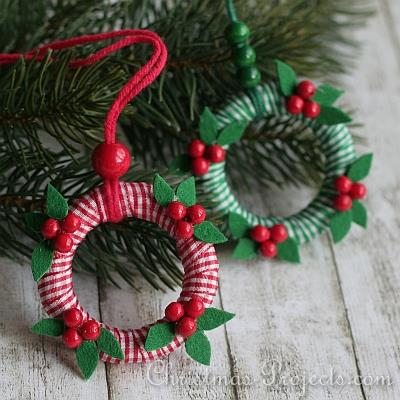 DIY mini wreath ribbon ornaments (via www.christmas-projects.com)