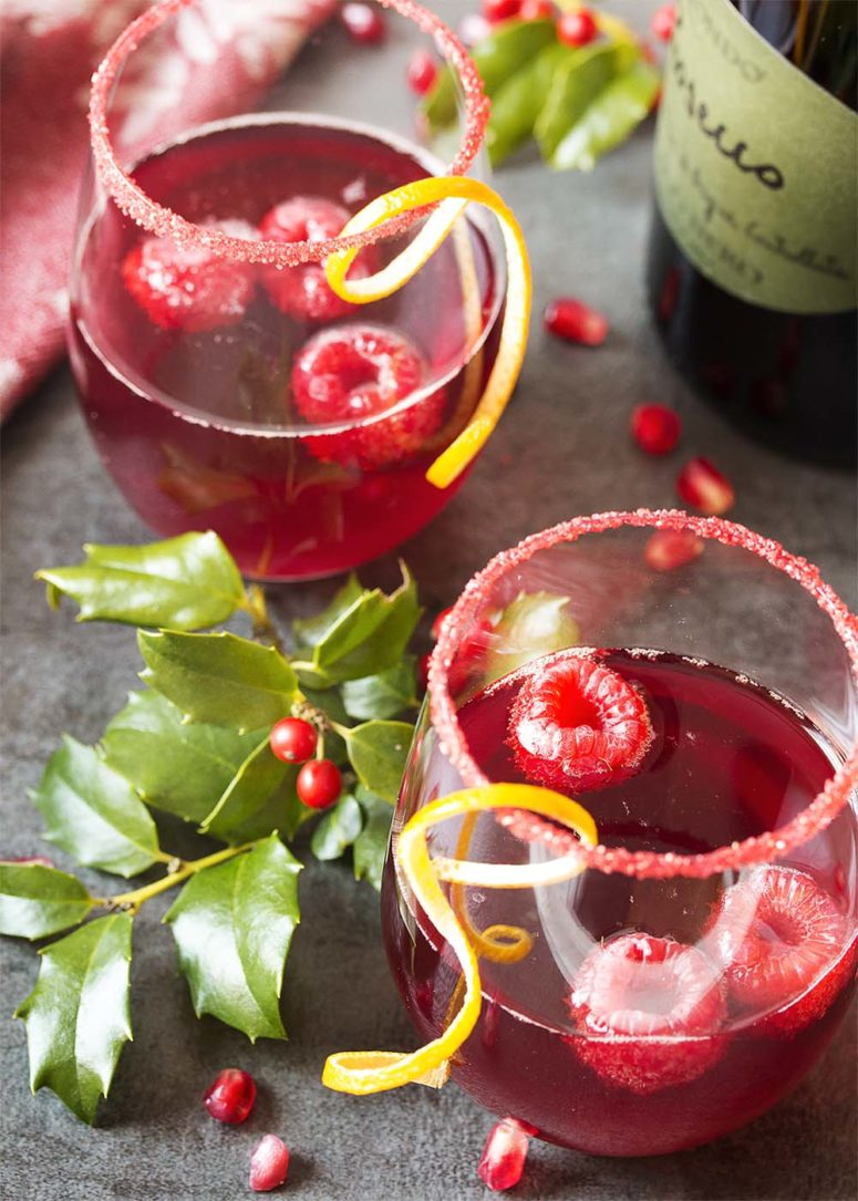 DIY pomegranate prosecco cocktail (via www.justalittlebitofbacon.com)