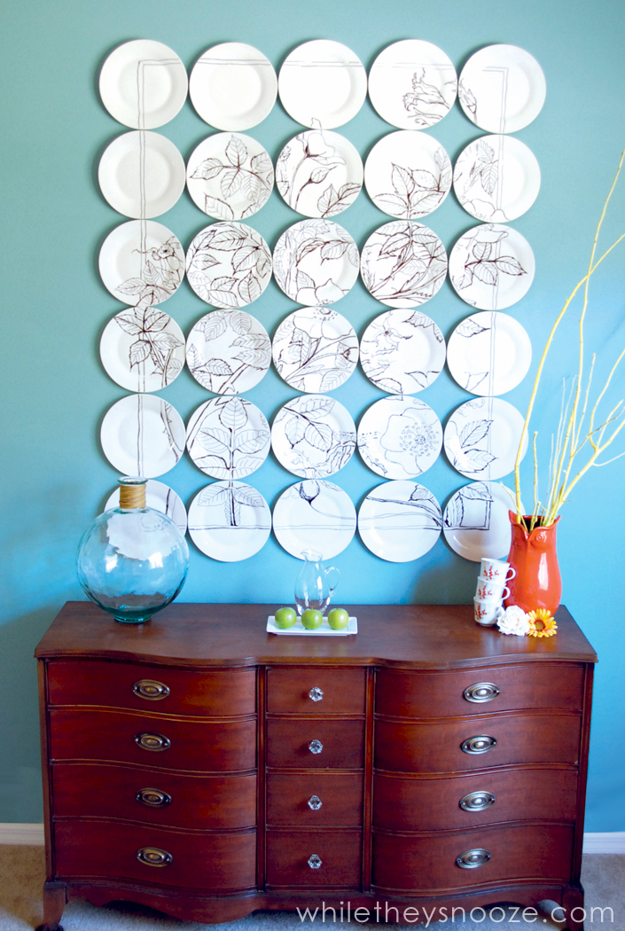 DIY sharpie plate wall art of 30 items (via whiletheysnooze.blogspot.ru)