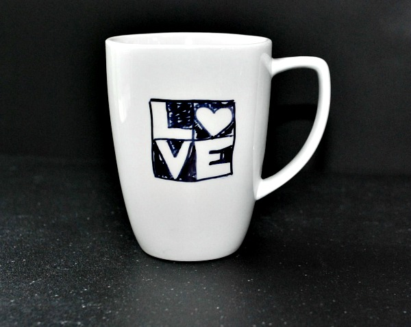 DIY black and white sharpie mug (via www.itsallaboutthepretty.com)