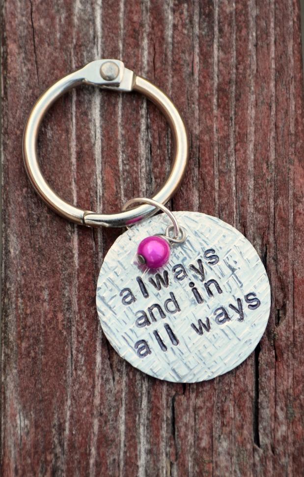 DIY stamped metal keychain (via www.oneartsymama.com)