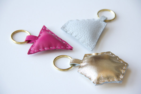 14 Cutest DIY Keychains To Make Yourself - Shelterness 67c31ac70