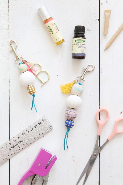 DIY scented wooden bead keychains (via www.lindseycrafterblog.com)