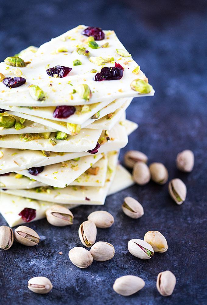 DIY pistachio cranberry chocolate bark (via theblondcook.com)