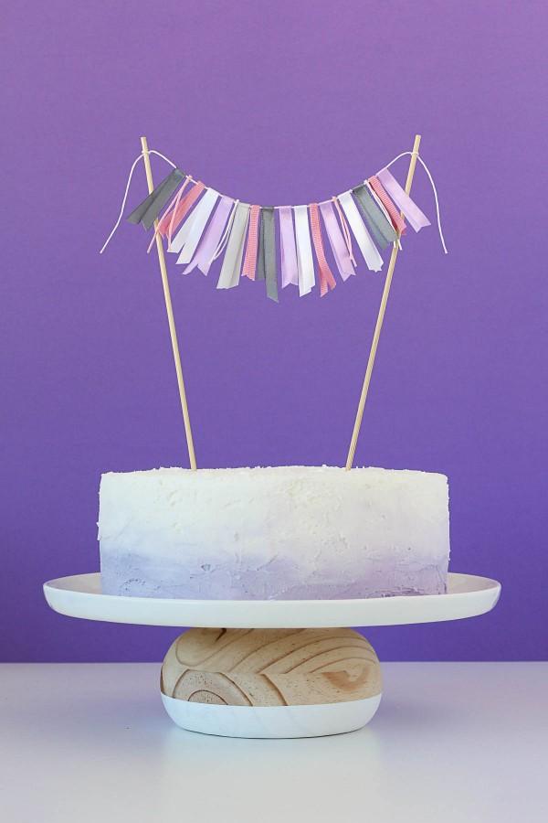 DIY cake stand with a pine bun (via www.puresweetjoy.com)