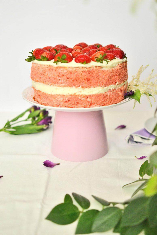 DIy modenr cake stand using a pink pot (via enthrallinggumption.com)