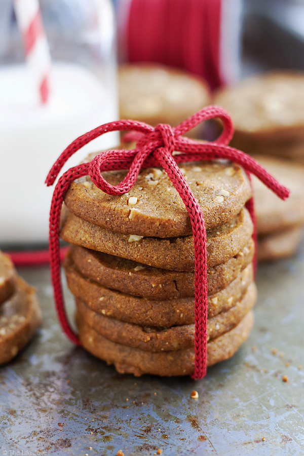 DIY ginger almond cookies (via www.thelifejolie.com)