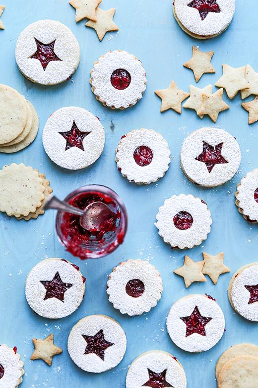 DIY hazelnut Linzer cookies with vanilla cranberry jam (via www.floatingkitchen.net)