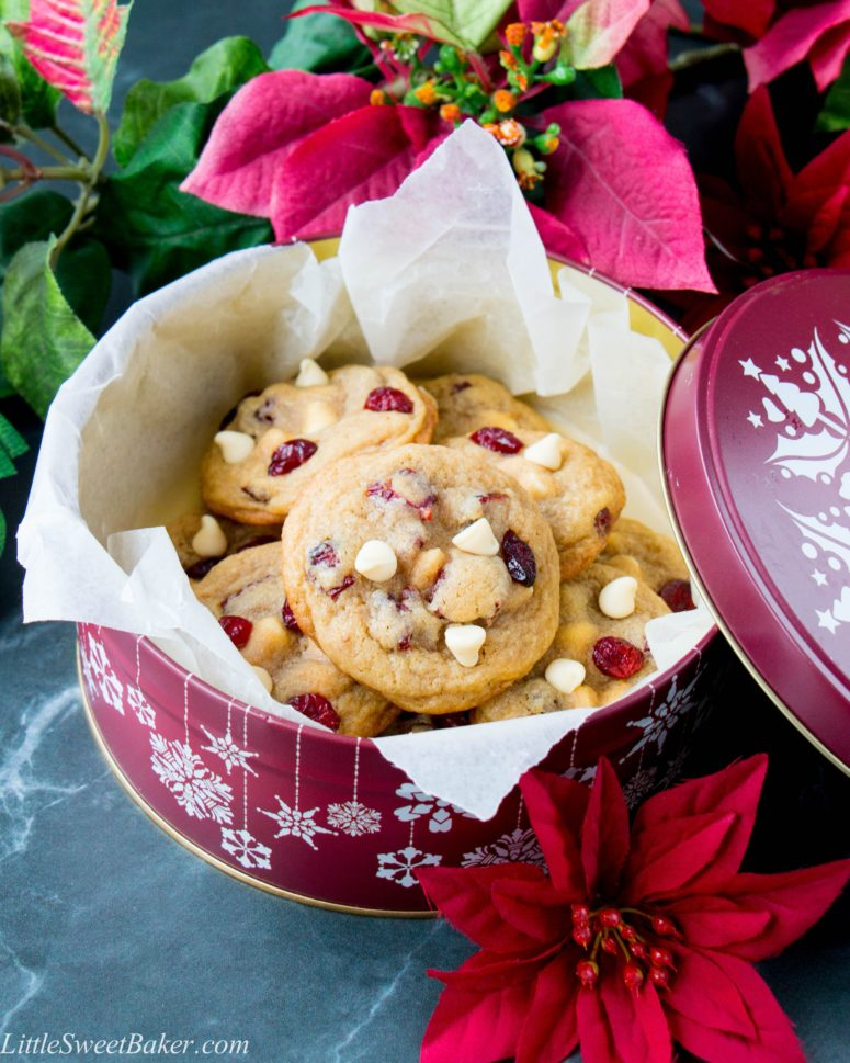 DIY white chocolate cranberry cookies (via www.littlesweetbaker.com)
