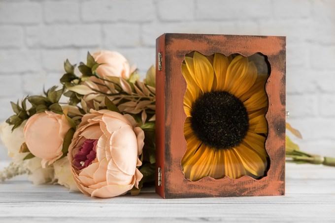 DIY floral fall shadow box  (via www.natashalh.com)