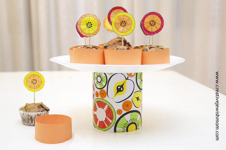 DIY cupcake pedestal using a tin can (via www.creativejewishmom.com)