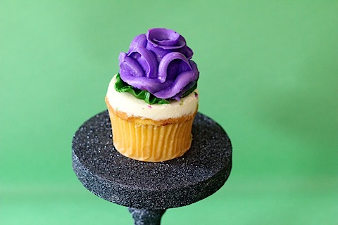 DIY glitter individual cupcake stand (via www.wearenotmartha.com)
