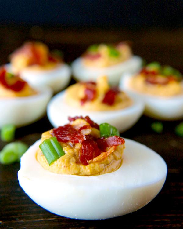 DIY paleo chipotle bacon deviled eggs (via www.jaysbakingmecrazy.com )