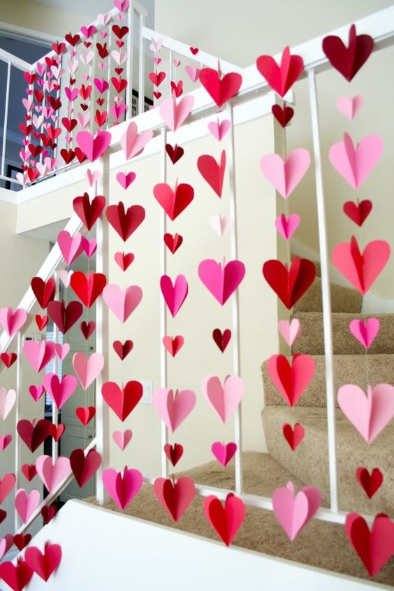 3D paper hearts in red and pink will be a great decoration for any Valentine's party
