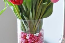 06 a vase filled with pink and red cnadies and flowers of the same colors