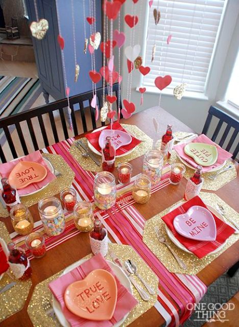 colorful and glam tabel setting in pink and gold glitter with hanging hearts