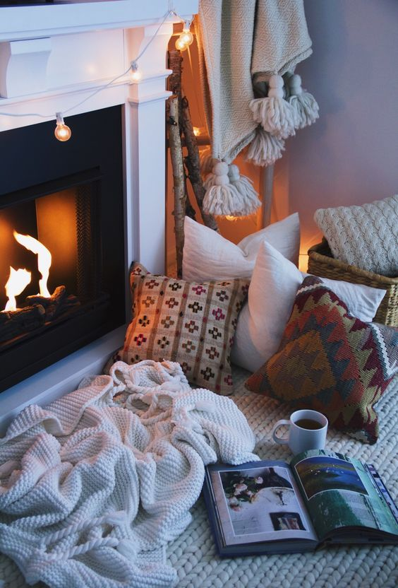 knit and crochet blankets and pillows for a cozy fireplace nook
