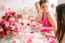 10 pink balloons and flowers are right what you need for such a party