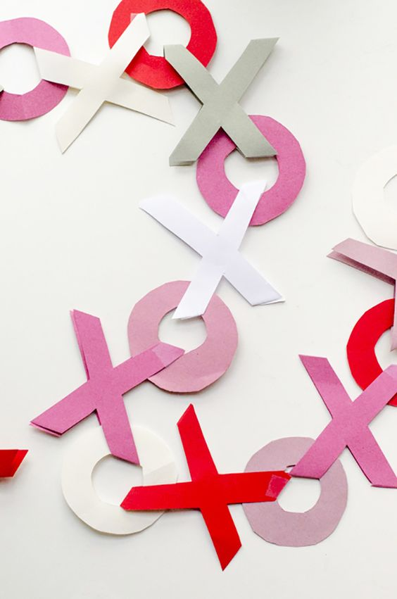 XO paper garland in traditional Valentine colors