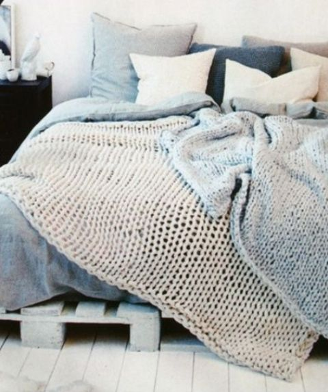 blue and grey knit blankets, nejoy the textural look