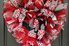 15 red, black and wwhite heart-shaped Valentine's Day wreath