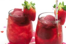 17 berry punch for kids is a healthy thing and the color matches the holiday idea