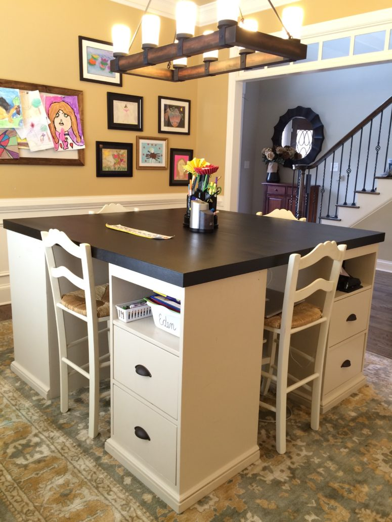 12 awesome diy craft tables with free plans shelterness for Small craft table with storage