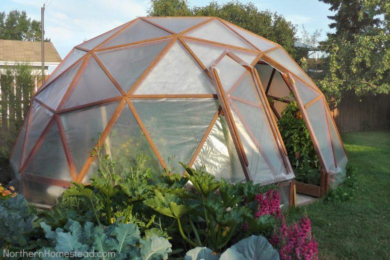 DIY GeoDome greenhouse (via northernhomestead.com)