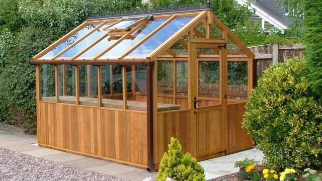 11 cool diy greenhouses with plans and tutorials shelterness diy barnwood greenhouse via theselfsufficientliving solutioingenieria Gallery