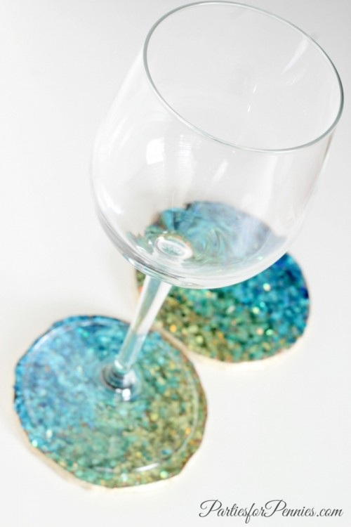 DIY ombre glitter cork coasters (via www.shelterness.com)