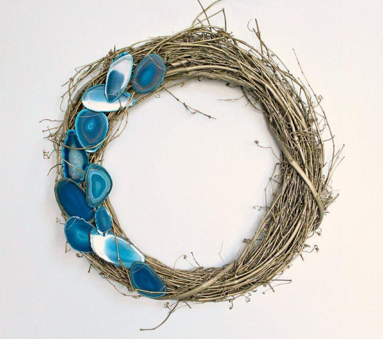 DIY agate slice wreath (via www.danslelakehouse.com)