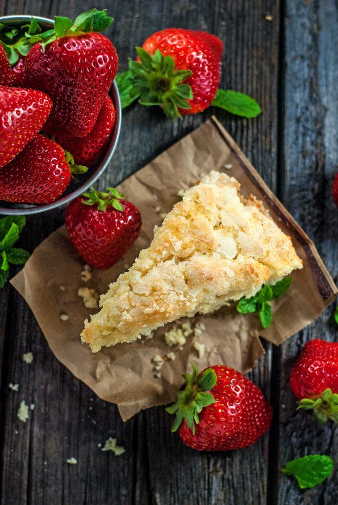 DIY classic strawwberry shortcake (via cookiesforengland.com)