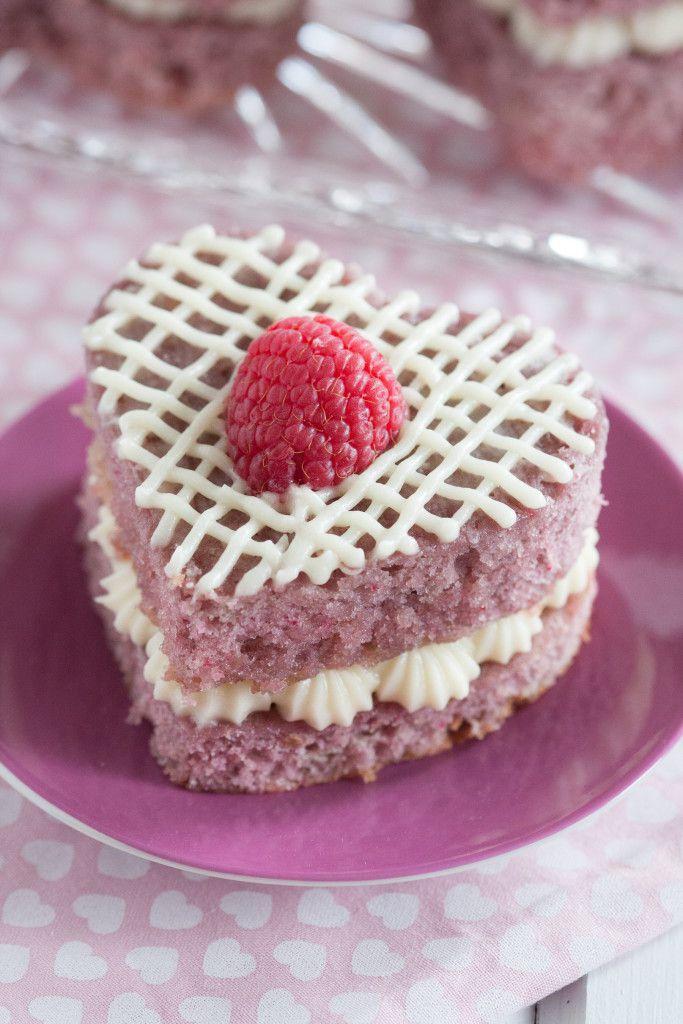 DIY fresh raspberry mini cakes (via goodiegodmother.com)