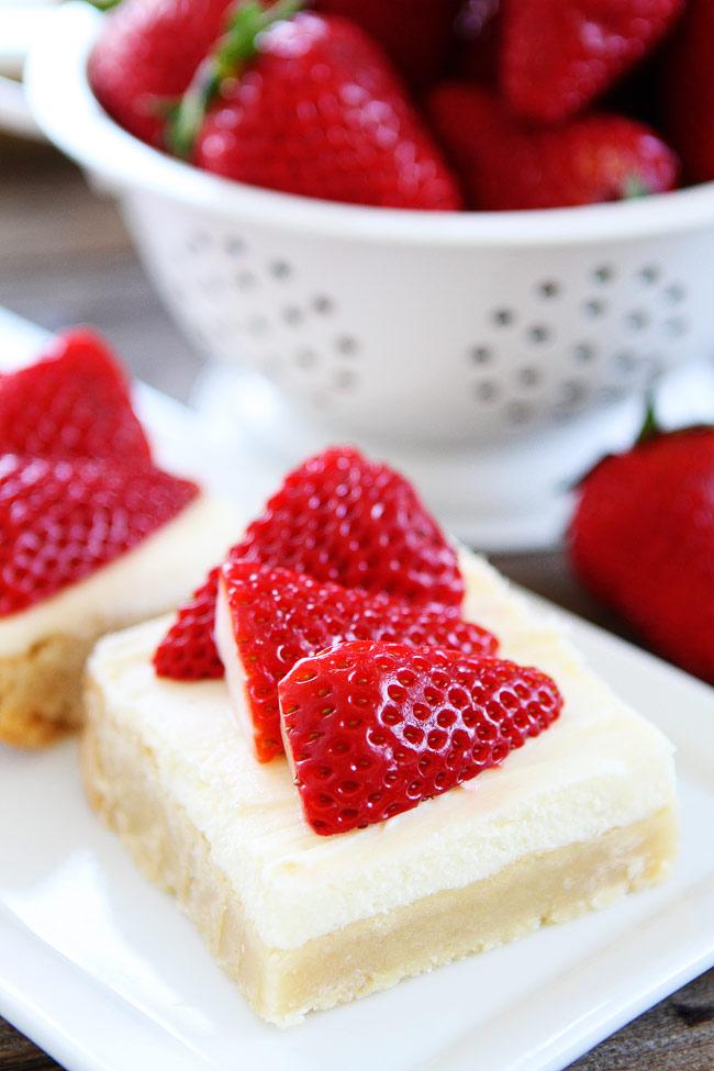 DIY strawberries and cream bars (via www.twopeasandtheirpod.com)