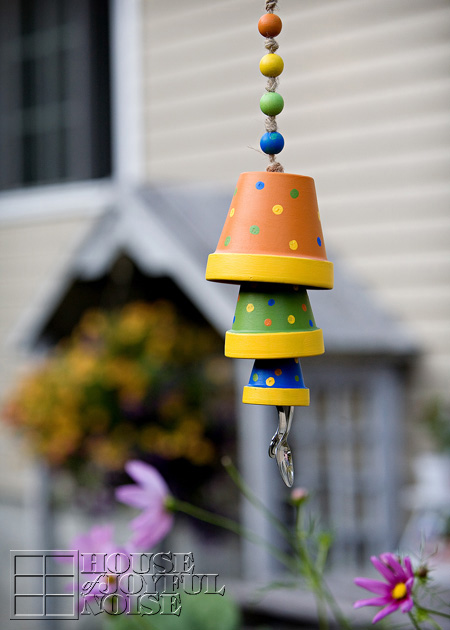 DIY colorful terra cotta flower pot wind chimes (via houseofjoyfulnoise.com)
