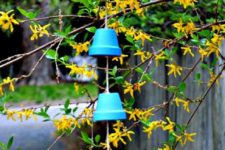 DIY ombre wind chimes from clay pots (via www.shelterness.com)