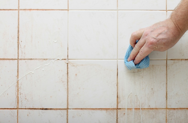 how to prevent mildew and mold and clean the grout (via www.naturallivingideas.com)