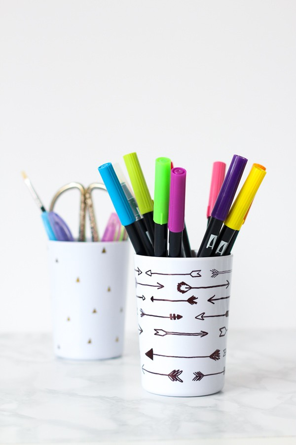 DIY stationery holder with sharpies (via www.puresweetjoy.com)